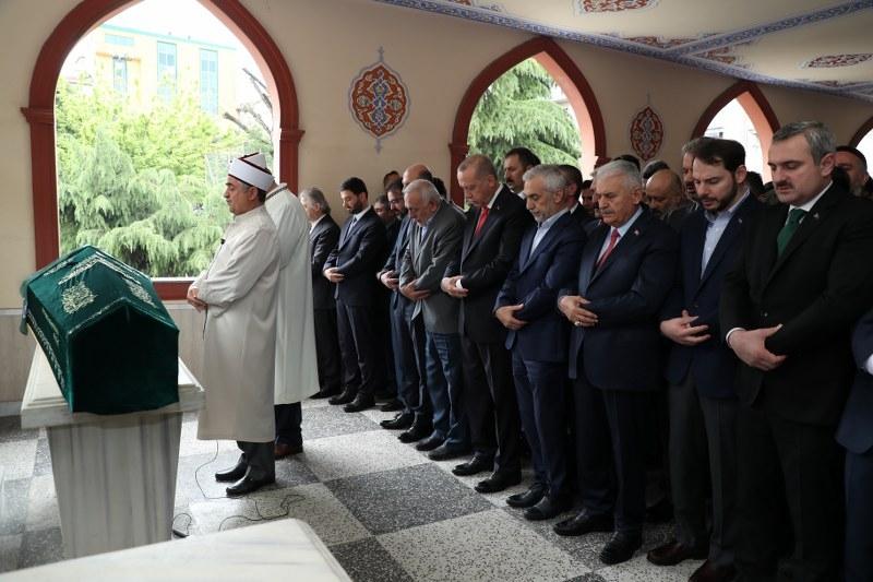 Cumhurbaşkanı Erdoğan, Fazlı Kılıç'ın annesinin cenaze törenine kat 1