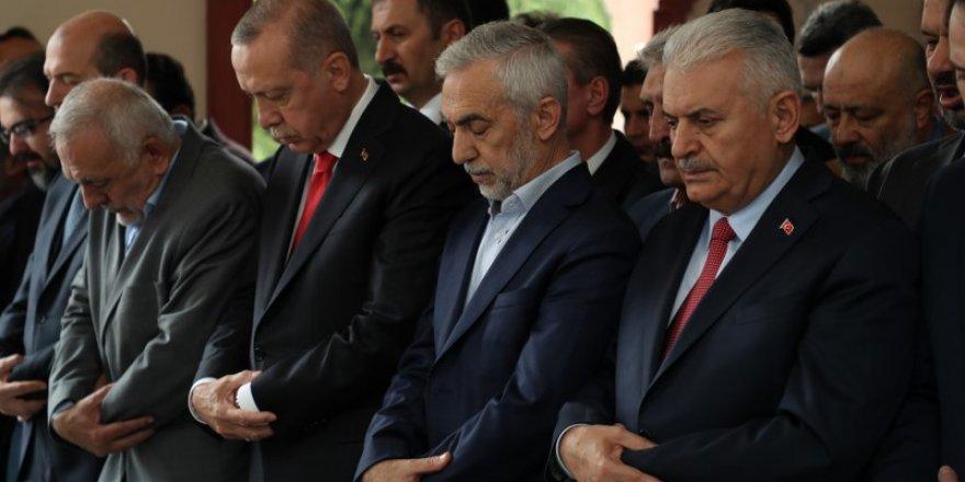 Cumhurbaşkanı Erdoğan, Fazlı Kılıç'ın annesinin cenaze törenine kat