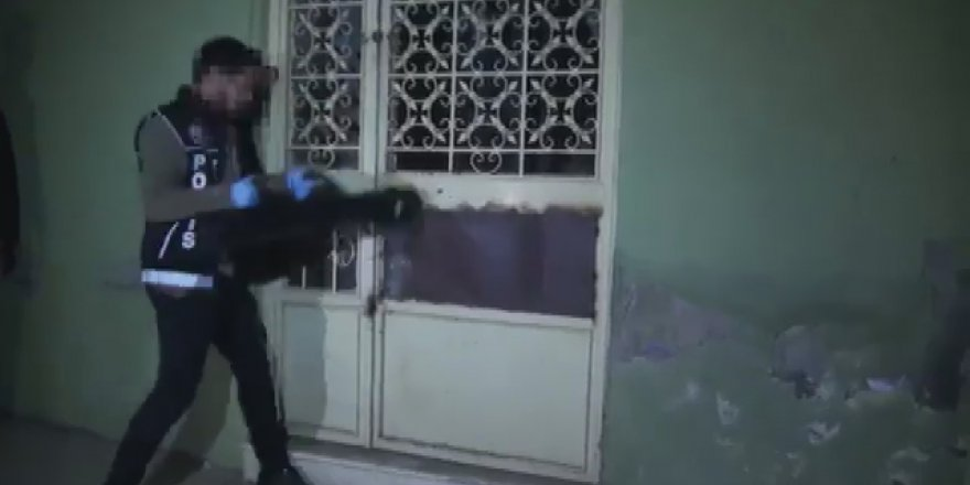 PENDİK'TE UYUŞTURUCU SERASINA DÖNÜŞTÜRÜLEN DEPOYA BASKIN KAMERADA