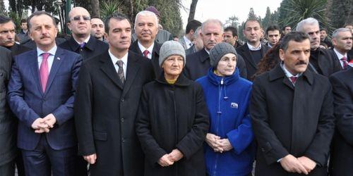 Mehmet Akif`e kabri başında dua edildi