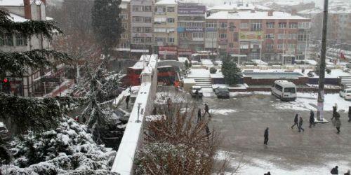 Belediyeler karla mücadele de yarışıyor
