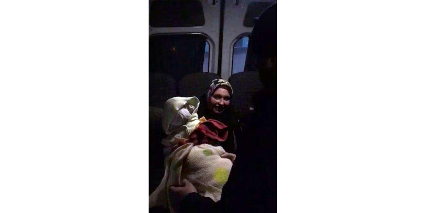 Kumaşlardan Yaptığı Sahte Bebekle Dilenen Dilenci Kıskıvrak Yakalandı