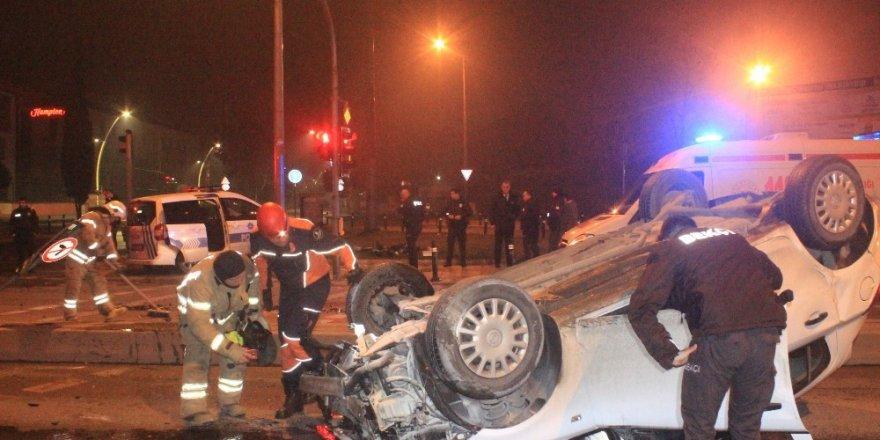 'Dur' İhtarına Uymayan Otomobil Polis Aracının Kaza Yapmasına Neden Oldu: 2 Yaralı