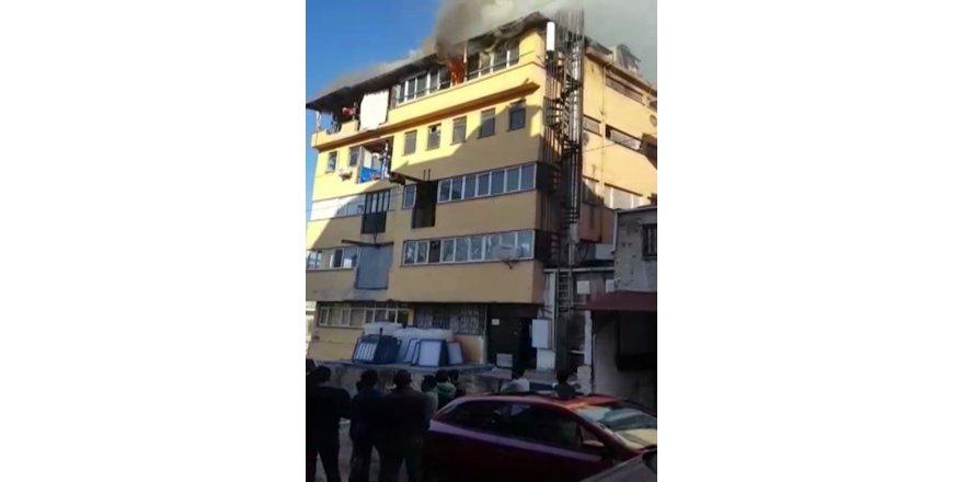Güngören'de İş Hanında Korkutan Yangın