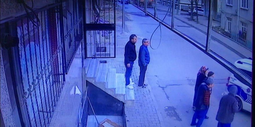 ARNAVUTKÖY'DE POMPALI TÜFEKLE RASTGELE ATEŞ EDEREK BÖYLE İLERLEDİ