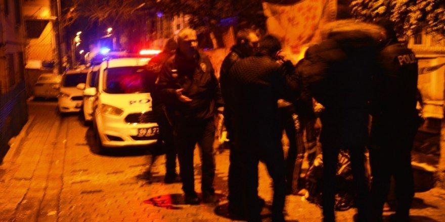 Yabancı Uyruklu İki Grup Arasında Çıkan Bıçaklı Kavgada 3 Kişi Yaralandı