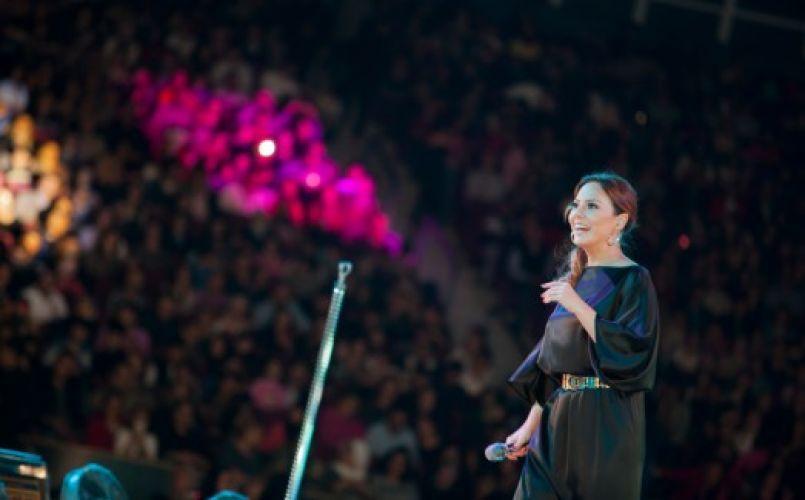 Ebru Gündeş'ten Arenamega'da muhteşem konser