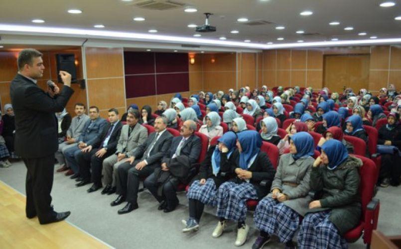 Gençlere 'başarı ve sınav stresi' semineri