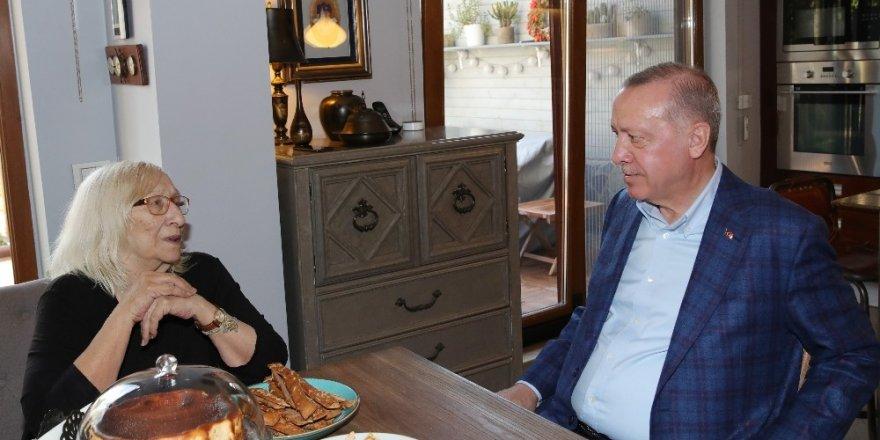Cumhurbaşkanı Erdoğan Yazar Alev Alatlı'yı Ziyaret Etti