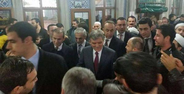 Abdullah Gül, cuma namazını Kağıthane'de Kıldı