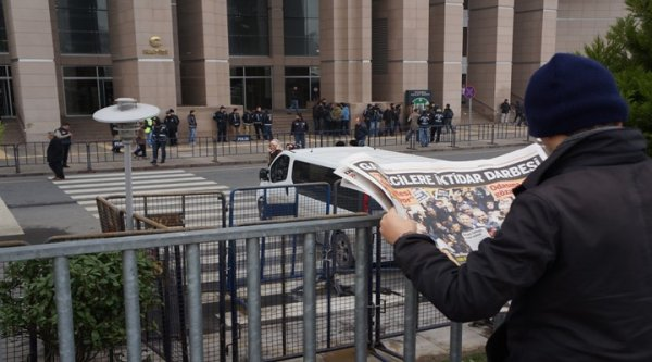 İstanbul Adliyesi Önünde Toplanmalar Başladı