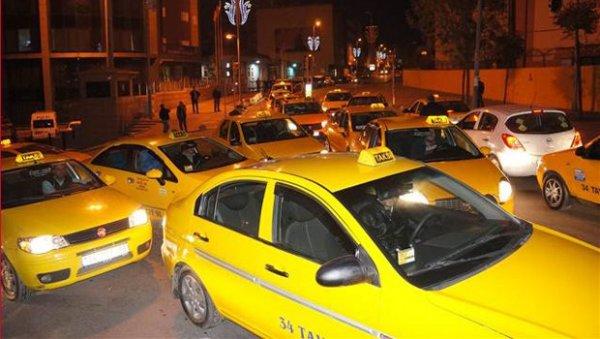 İstanbul'da Taksiler Eylem Yaptı