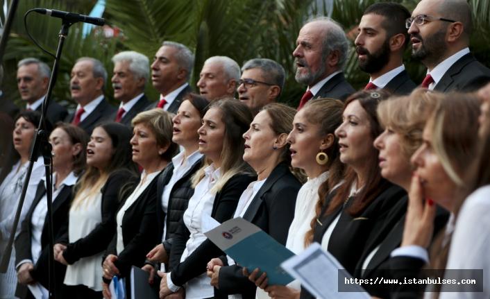 Maltepe'de Cumhuriyet Korosu'ndan muhteşem konser