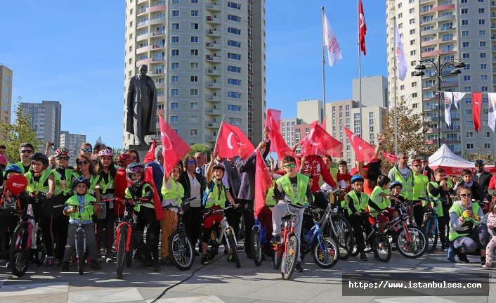 Ataşehir'de pedallar Cumhuriyet için çevrildi