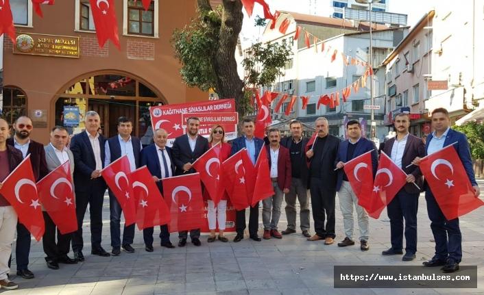 Kâğıthane Sivaslılar Derneği, Türk Bayrağı Dağıttı