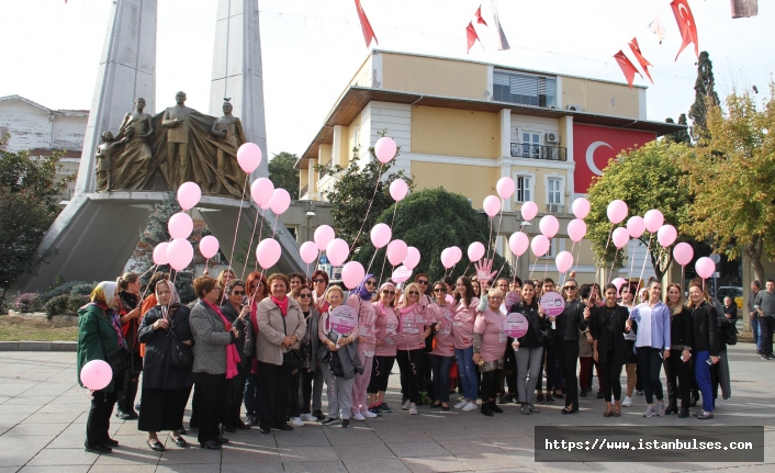 Bakırköy'de  Meme Kanserine Dikkat Çekmek İçin Gökyüzüne Pembe Balon