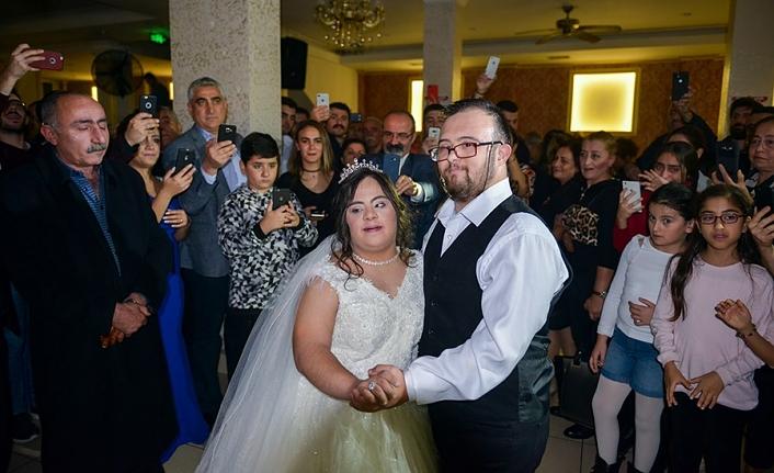 Down sendromlu Maltepe'li Hazal yeni yaşına düğünle girdi