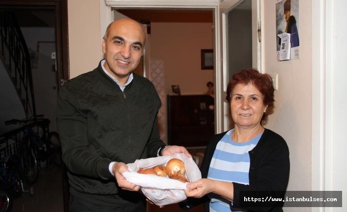 Bakırköy'lü Başkan Soğan Dağıttı