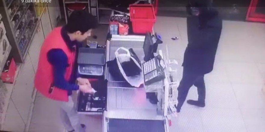 İki marketi birden soydu, paraları alıp kayıplara karıştı