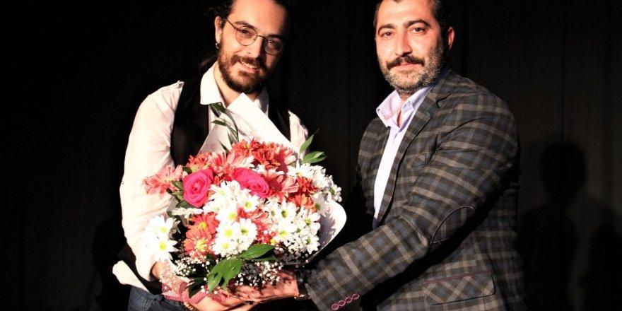 Ozan Turhal Kartal'da sahne aldı