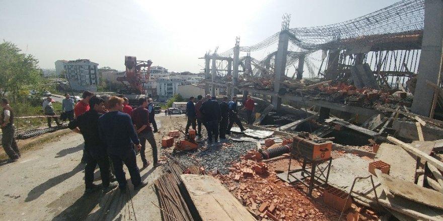 Arnavutköy'de 3 işçi molozların arasında kaldı