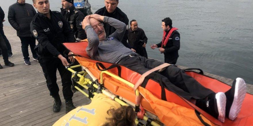 Dengesini kaybeden yaşlı adam Haliç'e düştü