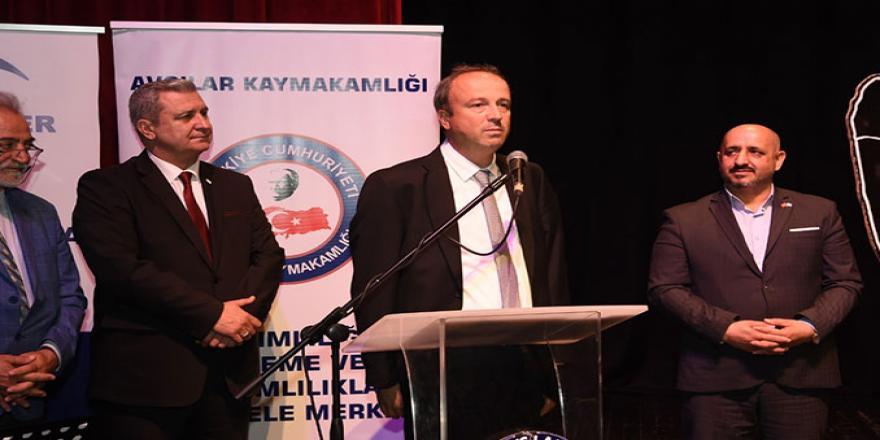 Avcılar Belediye Başkanı Turan Hançerli, Bağımlılıkla Mücadele Derneği tarafından organize edilen tiyatro etkinliğinde, bağımlılığa karşı tüm iyi insanları mücadeleye davet etti.