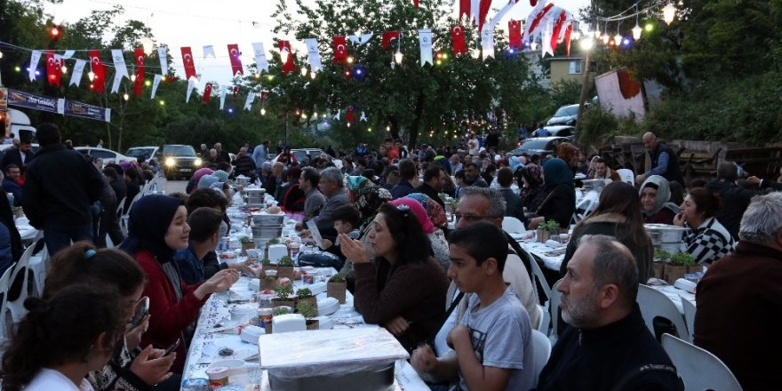 Beykoz'da 5 bin kişi iftar sofrasında buluştu