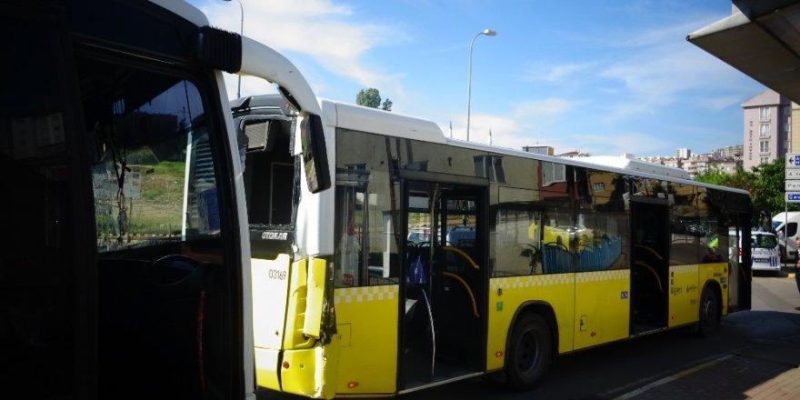 Freni Patlayan Minibüs İett Otobüsüne Çarptı: 1 Yaralı
