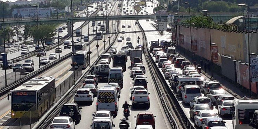 Yunus polisleri E-5'te kaza yaptı: 2 polis yaralı