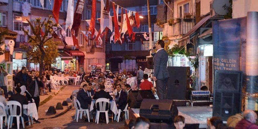 Beyoğlu'nda vatandaşlar sokak iftarında buluştu