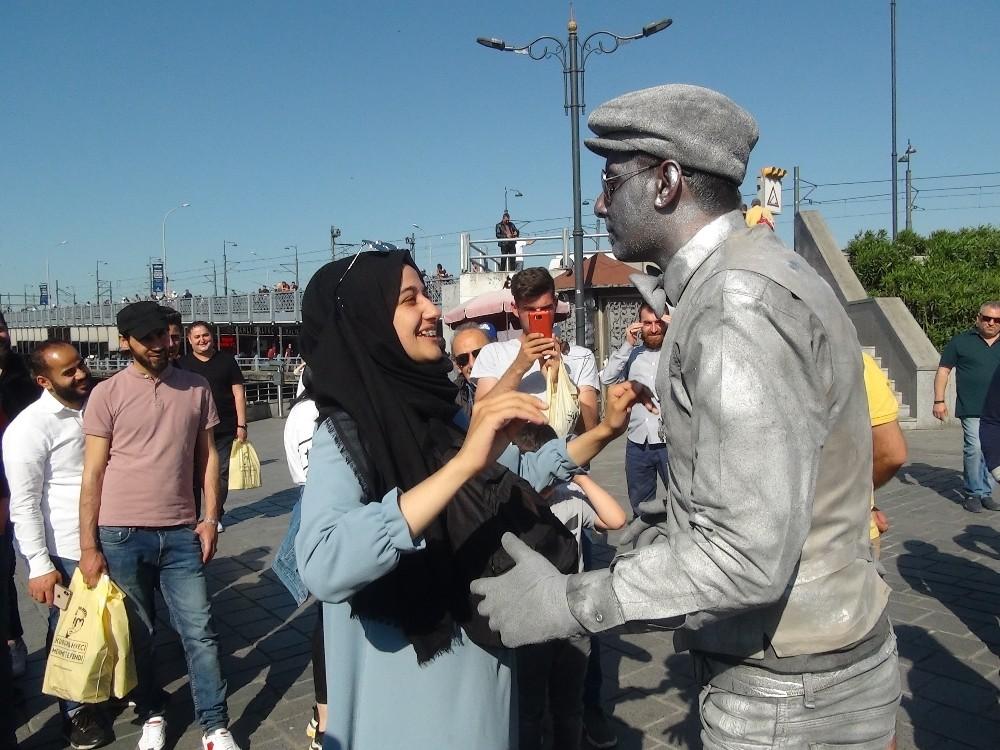 Bu heykel çok canlı!