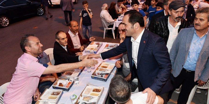 Beyoğlu'nda vatandaşlar 'Gönül Sofraları'nda buluştu