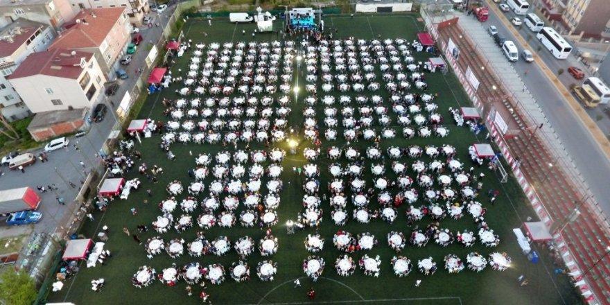 3 bin 500 liseli mezuniyet iftarında bir araya geldi