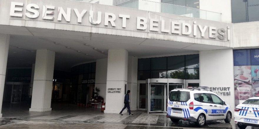 Esenyurt Belediye binasında bıçaklı intihar girişimi