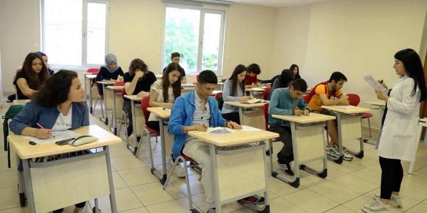Ataşehir Belediyesi, 600 genci üniversiteye hazırlıyor