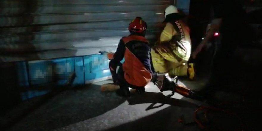 Hırsızlar kabloları kesince market çalışanları içeride mahsur kaldı