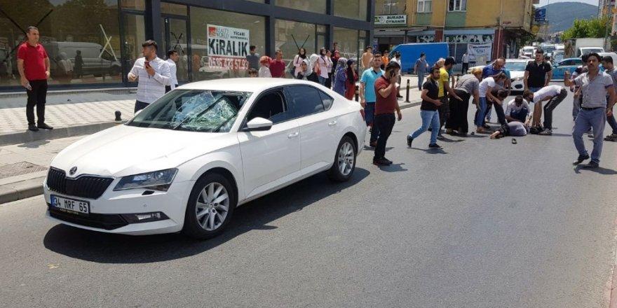 Sultanbeyli'de süratli sürücü karşıdan karşıya geçmeye çalışan kadına çarptı