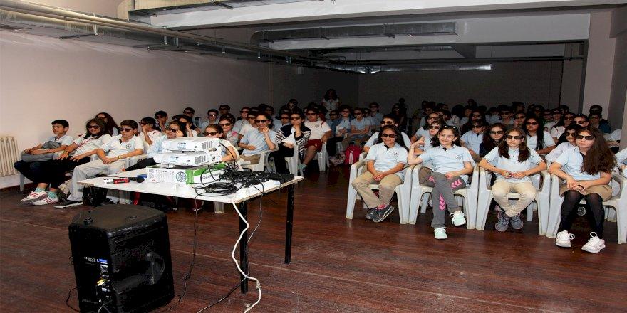Ataşehirli öğrencilerin 3D sinema keyfi