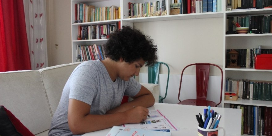 """LGS birincilerinden Hamza: """"Sınavı başarmam gereken en büyük hedef gibi gördüm"""""""