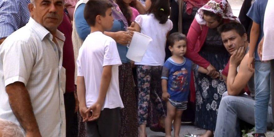 Arnavutköy'de yangında alevlerin arasında kalan çocukları itfaiye kurtardı