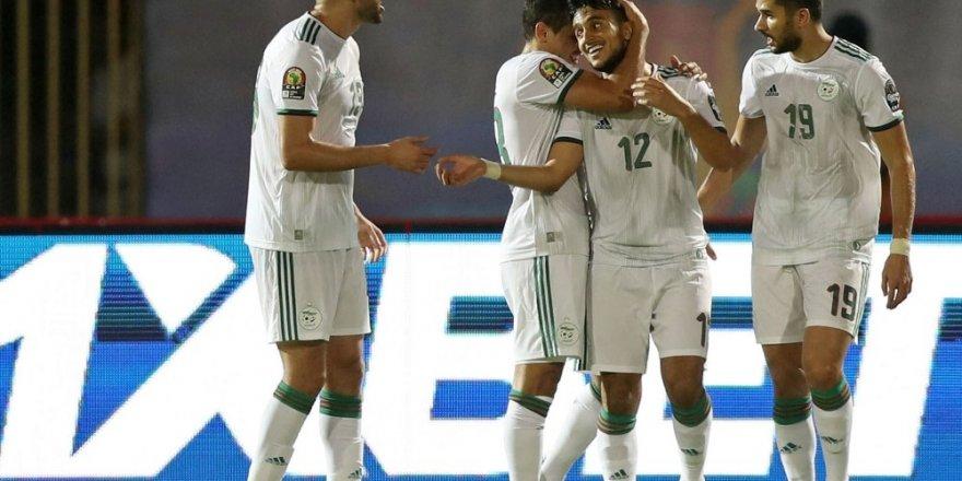 Slimani Cezayir'i sırtladı