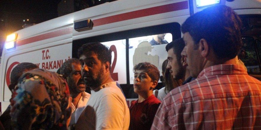 Kağıthane'de, Sürücü kalp spazmı geçirdi, panelvan halk otobüsüne çarptı: 4 yaralı