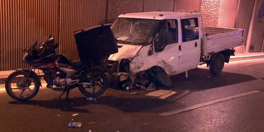 Bakırköy'de zincirleme trafik kazası: 2 yaralı