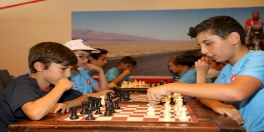 Yaz Spor Okullarında satranç derslerine büyük ilgi