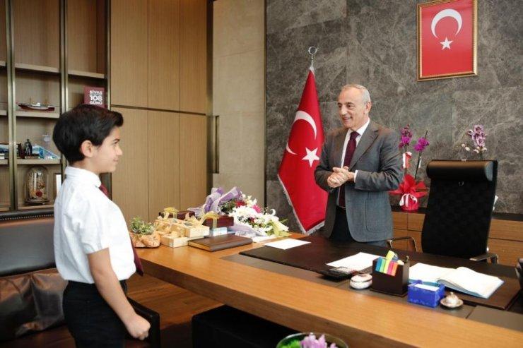 Başkan Çebi, koltuğunu Utku Güngör'e devretti
