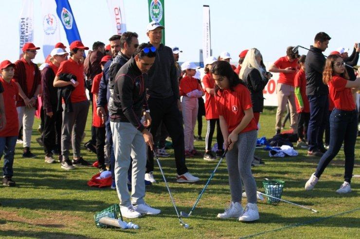 Küçük golfçülerin 23 Nisan coşkusu