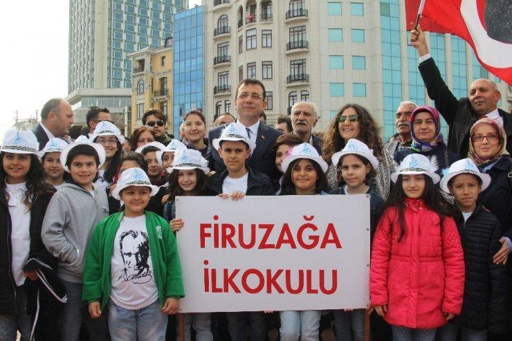Taksim'de 23 Nisan coşkusu