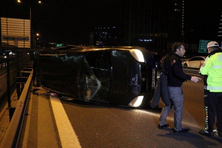 TEM'de kontrolden çıkan araç bariyerlere çarptı: 1 yaralı