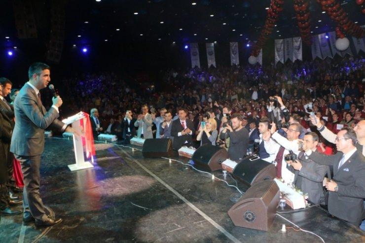 Erzincanlılar Şöleni'nde Başkan Yüksel'e yoğun ilgi